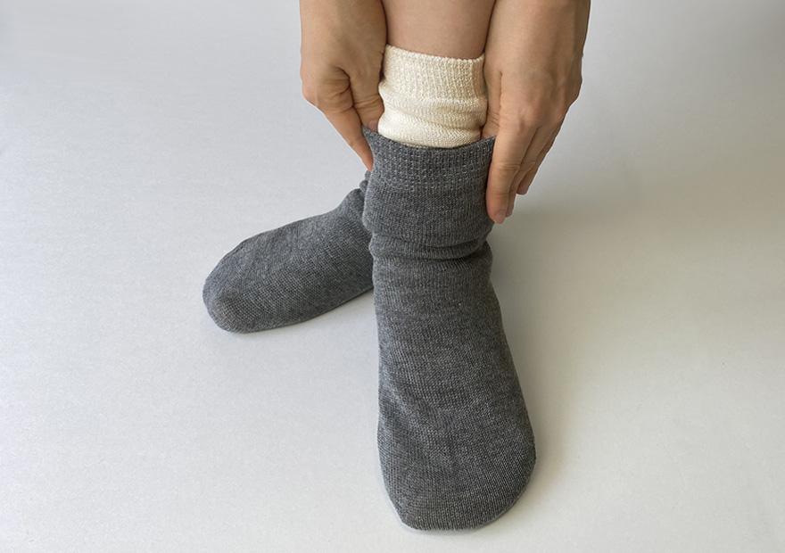 冷えとりの靴下重ね履き